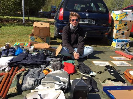 Utanför Ekbacken var försäljningen med bagageloppisen i full gång. Andreas Nordquist var en av dem som hoppades på en god försäljning.