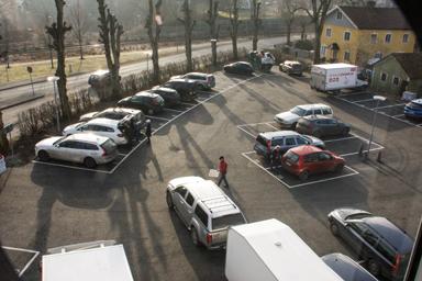 Vid inflyttningen var i stort sett allt klart. Snyggt och prydlgt på parkeringsplatsen.