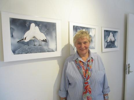 Erika von Buxhoeveden ställde ut sina tavlor på Kulturhuset. - Jag började måla igen för några år sedan, efter flera års uppehåll. Inspirationen får jag från naturen, sa Erika.
