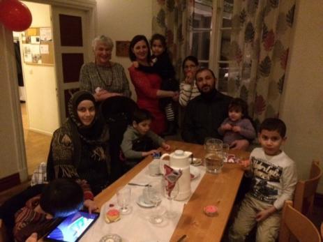 Även Afaf, Hussein, Ghalio, Sayssal, Tala, Mohammed, Nossiha och Tassivyell Albtran hade en mycket trevlig kväll. Här med Erica von Buxhoeveden och Jenny Rydberg som känner alla mycket väl.