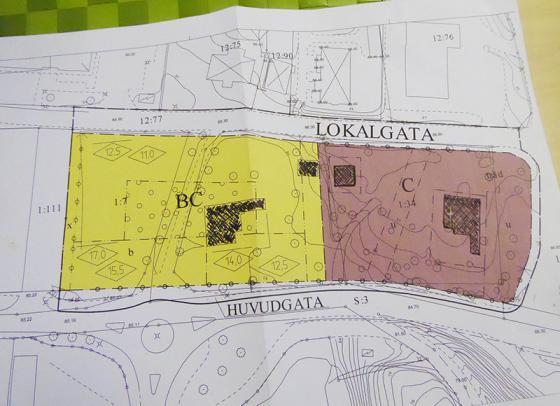 Idag står Tingshuset på den gula delen av kartan. Huset ska flyttas till den<br />bruna delen.