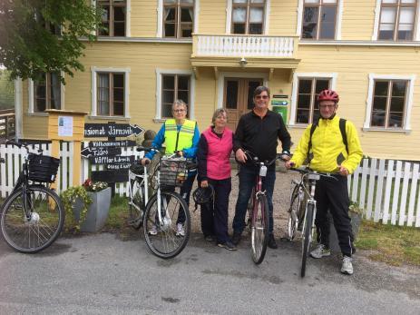 Birgitta Abrahamsson, Elisabeth Ninov, Per-Anders Ninov och Göran Abrahamsson berättade att de brukade cykla Bräknetrampen. - Det har blivit en tradition, sa Birgitta.