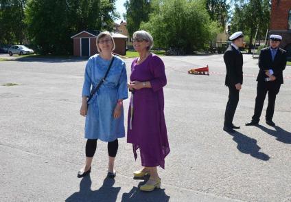 Lärarna har också klätt sig fina. Här är Ann och Anna.
