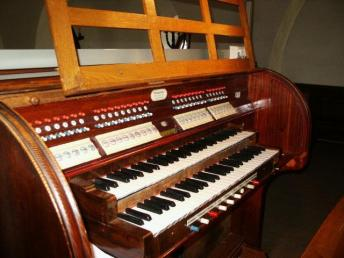 Rytterne kyrkas spelbord: 1923 Furtwängler & Hammer, Hannover, Tyskland. 22 stämmor + 6 super och suboktav koppel, 3 fria kombinationer + tre fasta kombinationer. Registersvällare / rullsvällare. Rörverksavställare. Pneumatisk. Tachenlådor.