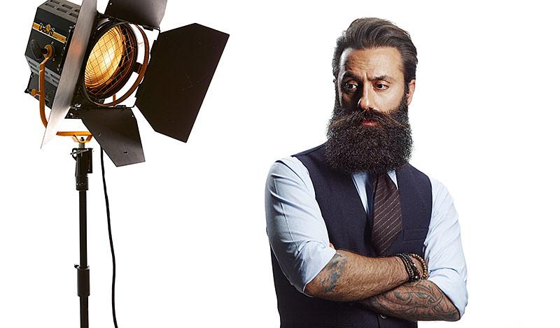 November är Movember med fokus på mäns hälsa och mustaschens egen månad. –Mustaschen är kronan på verket, säger Iman Khalaf, grundare av Nõberu of Sweden, som bär sin mustasch lång – året om.