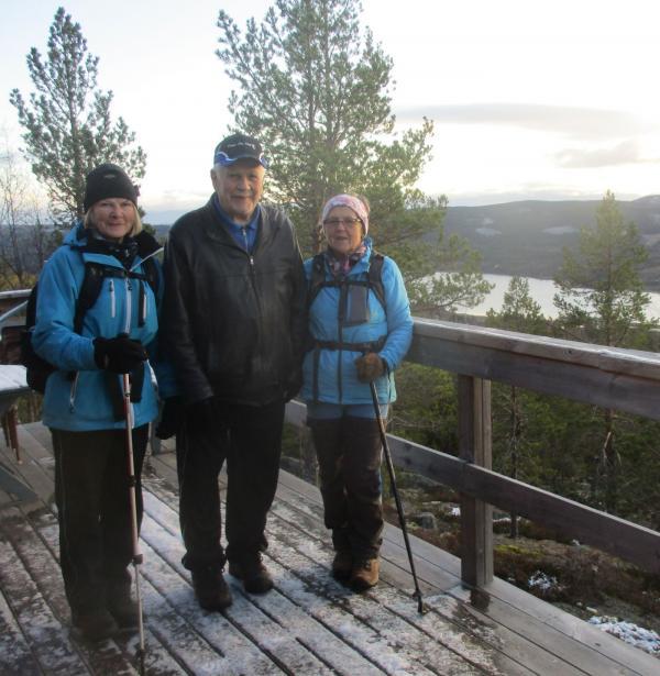 Till Mäjasjön och Äskjastugan 29 oktober. Eileen, Anders och Karin