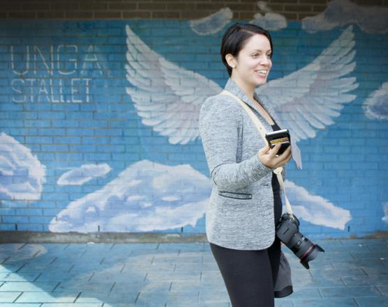 Felicia ber om en bild med sin kamera.