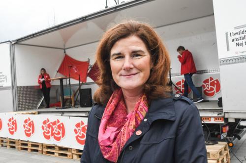 Helen Eliasson, regionråd i opposition påpekade att det är Alliansen tillsammans med MP som styr i regionen. Och är därmed ansvariga för köerna till vården.