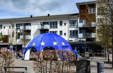 Europadagen till ära fanns EU-svampen på Gästgivaretorget i Bollebygd.