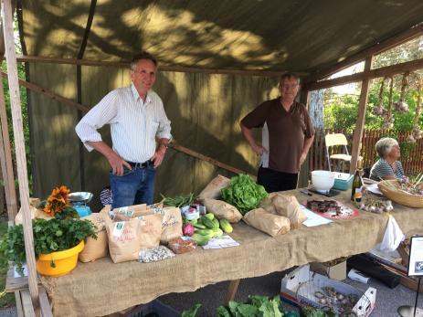 Nils-Börje Nilsson från Hjälmsa sålde sina KRAV odlade grönsaker.