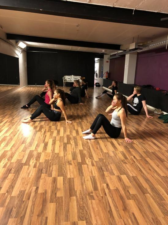 Från dansakademins träning