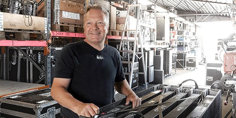Ljud-, bild- och ljusexperter. Benny Werner och de andra på Musiklagret i Borås ser till att scen, ljud och ljus är i ordning inför Sommartorsdagarna.