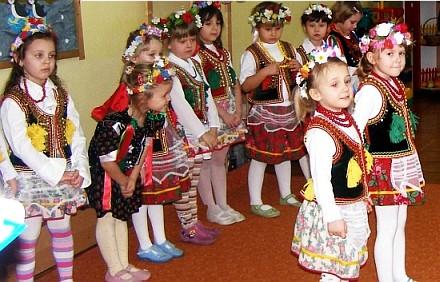 Children in preschool dressed in national costumes u0027Krakowiacyu0027  sc 1 st  Textalk Webnews & Net of Children Projects