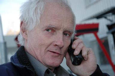 Leif Karlsson får inga bra svar av ekonomichefen när det gäller kostnaderna för skolskjutsarna