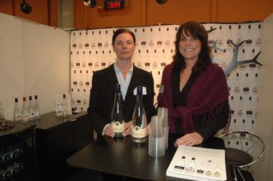 Pauline Johansson och Anette Andersson representerade Stenkulla Brunn på företagsmässan i Bollebygd