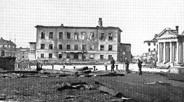 Ruinen av Vasaskolan efter 1869 års brand. Tomten vid ån såldes senare till frimurarna som byggde på skolans grund.