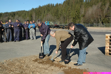 Erling Ljunggren, Bengt-Olof Hammar och Lennie Johansson tar de första spadtagen