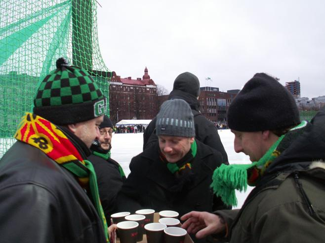 Hot coffee warms the spectators.