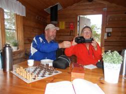 Eileen kollar in Kalles nytagna foton.