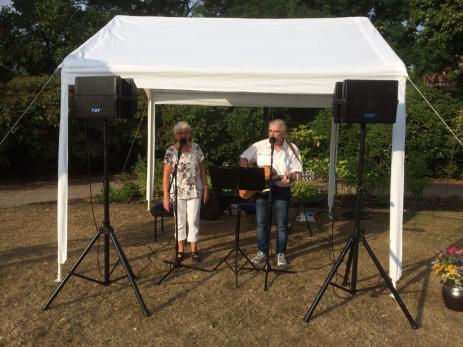 I juli uppträdde Ann-Kristin och Leif Turesson i Svenmanska parken, då de sjöng ett urval från den svenska visboken.
