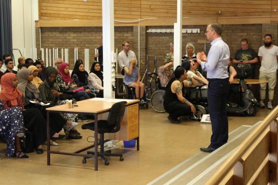 -- Kan ni tänka er att Sverige är näst bäst i världen när det gäller att komma på nya innovationer, sa näringsminister Mikael Damberg när han träffade elever på skolan.
