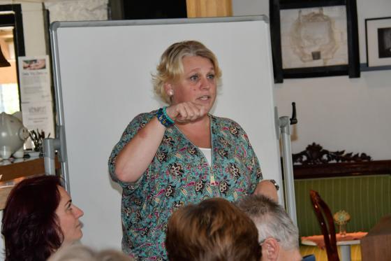 Ing-Marie Johansson, föreståndare för Vägkorset, informerade om det tänkta volontäruppdraget.