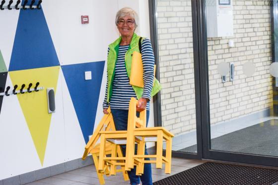 Ulla Lyckestam plockar ihop Bollebygds Kulturförenings \