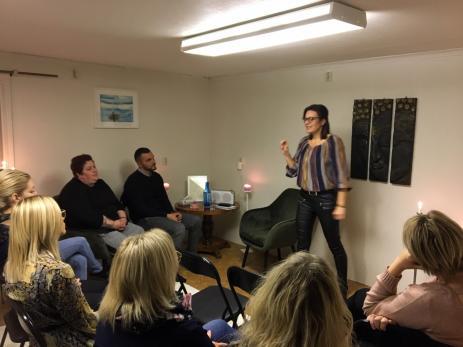 Johanna Dansdotter Johansson hade en dröm om att själv få arbeta med healing och medial vägledninghealing, en dröm som har blivit verklighet med det egna företaget \
