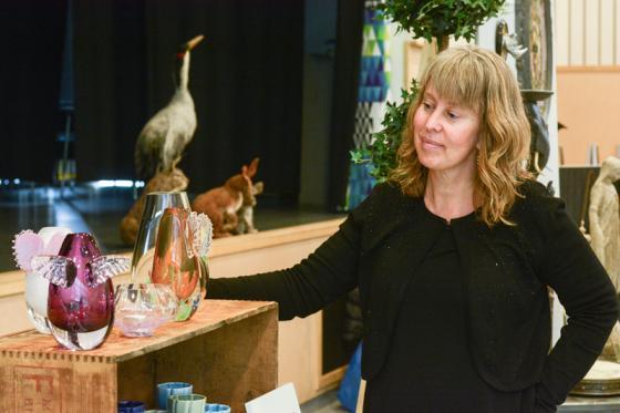 Marie Olofsson visade upp en del av sin glas- och keramikdesign.