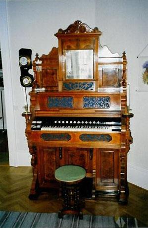 Annas orgelharmonium visade sig vara byggt av Rålin i Åmål.