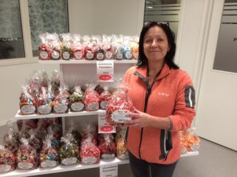 Pia Jaarnek och hennes man Magnus Knutsson har ofta fått frågan om de inte skulle öppna en butik. - Nu hade vi möjlighet att göra det och det är mycket roligt att få ett ansikte på konsumenten, säger Pia.