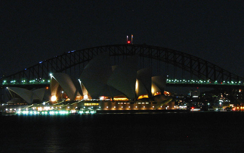 &amp;Aring;r 2007 sl&auml;cktes Sydney Harbour Bridge och Operahuset i Sydney under Earth Hour.