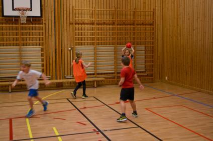 Bollsport på schemat för eleverna på Sandarneskola.