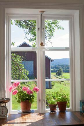 <span>Från köksfönstret ser familjen denna vackra vy.</span><span class=\