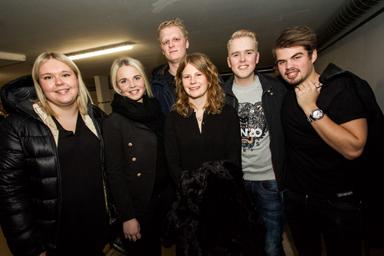 Några av ungdomarna som flyttat in i Lyckebo.<br />Fr.v. Matilda Pettersson, Frida Lundin, Jonas Hallin, Sanna Norlindh, Marcus Carnefjord och Victor Standar.