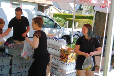 ICAs personal fick slita hårt för att få fram frukt och dricka till alla deltagarna, något som man sponsrat med under Bräknetrampens alla nio år.