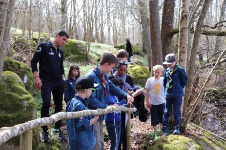 Många spännande aktiviteter, där det krävs att man måste samarbeta, fick deltagarna prova på hos Scouterna denna spännande aktivitetsdag.