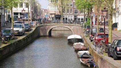 I Holland är det lika vanligt med kanaler som gator.