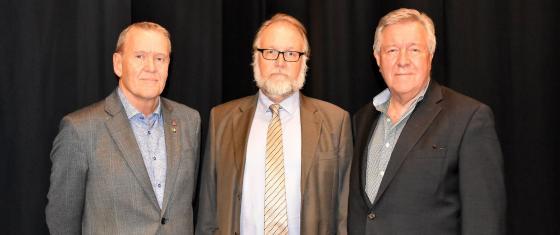 Vice ordförande i kommunstyrelsen Lars-Erik Olsson (S), ordförande Michael Plogell (FR) och andre vice ordförande Sverre Fredriksson (M).