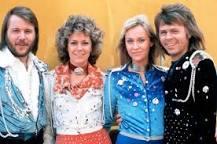 Här ser man den kända ABBA-gruppen väldigt unga.