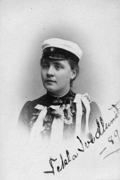 Tekla Swedlund som Vasaskolans första studentska