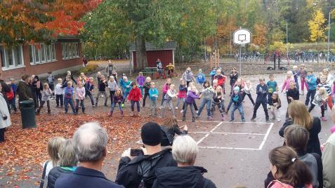 byrå bisexuell dansa nära Uppsala