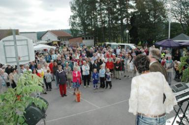 Rock Olga uppträdde på Töllsjö Marknad