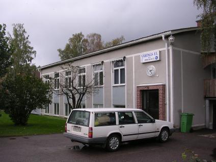 Värings El har sitt kontor med lagerförsäljning i egen fastighet i centrala Väring. Försäljningen är öppen måndag-torsdag, 8.00-16.00 och fredagar 8.00-13.30. Kontoret är öppet måndag-torsdag 7.00-16.30 och fredagar 7.00-13.30.