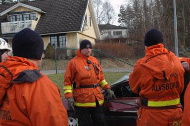 Platschefen Carls Pålssonvid Räddningstjänsten i Bollebygd leder övningen \