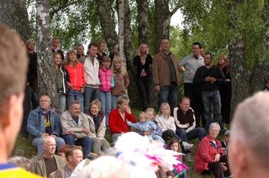 Det brukar var gott om publik vid starten som sker traditionsenligt på skolgården i Bollebygd.