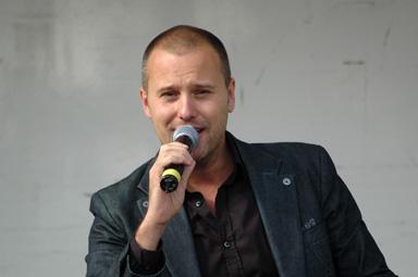 Niklas Andersson gästspelar på GöteborgsOperan under hela vintersäsongen. Han gör Freddie i MY FAIR LADY. Premiär den 13 oktober.