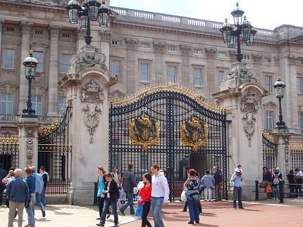 The Royal Residences > Buckingham Palace in London