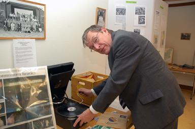 Kjell Rickardsson bjuder på gammal musik