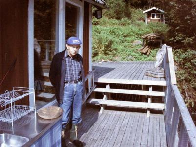 Här inne i det som nu är ett fritidshus, skötte Nils-Erik Sjögrens pappakraftverket därefter fickNils-Erik ta över ansvaret i 12-13 år fram till 1967. Då drogs en kraftledning fram över Ullångersfjället och den egenproducerade elens saga var all.
